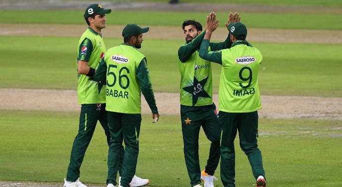 Who can be the best captain, Babar or Shadab?